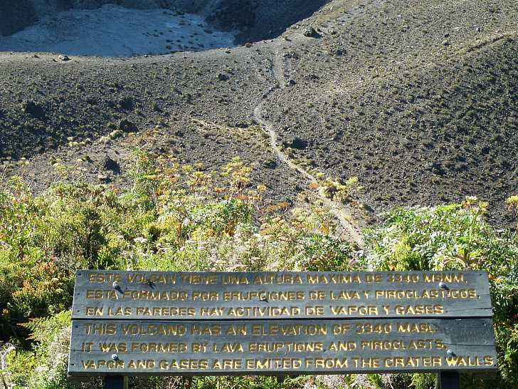 Hiking trail to the crater
